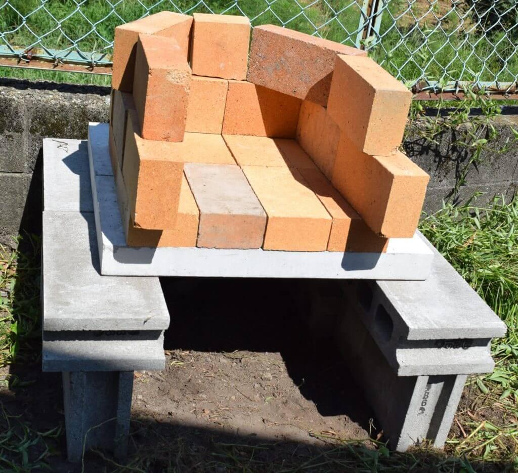 石窯作り レンガを組む