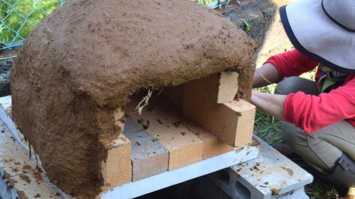 1万円以内、1日で!石窯の作り方~⑥泥んこ楽しい粘土貼り~