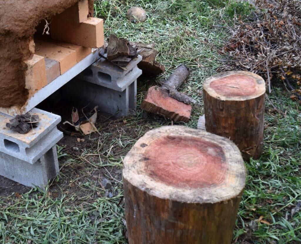 石窯 丸太 木の椅子