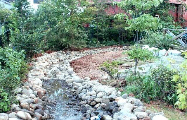 ①ビオトープで自宅に小川を作る
