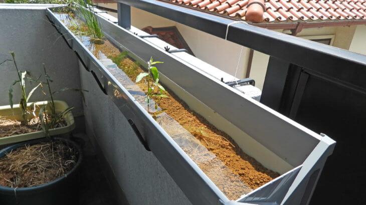 ベランダに小川を作ってメダカを飼おう①雨樋を利用する